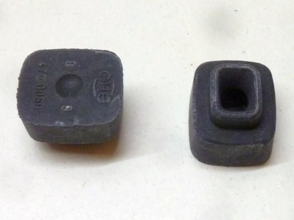 Gummipuffer in Windschutzscheibenfeststellerunterteil, A1